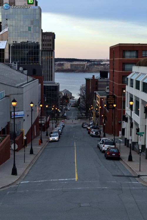 Messing With The Night: A Cidade-Refúgio Downtown-halifax-at-night-1