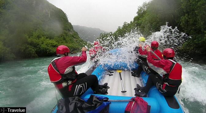 Rafting on Tara: water splash