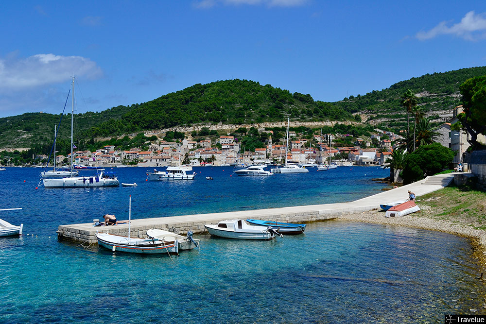 vis-town-port-featured-boats